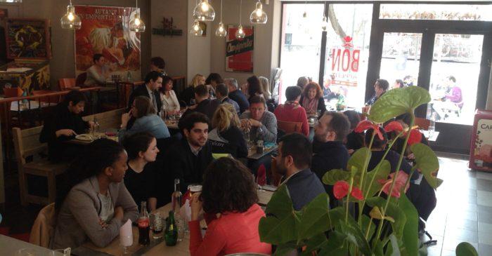 salle a manger de la brasserie le printemps remplie